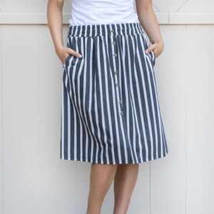 Striped button skirt. Size s-m